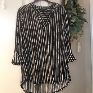 New directions black and white tunic top. Size L